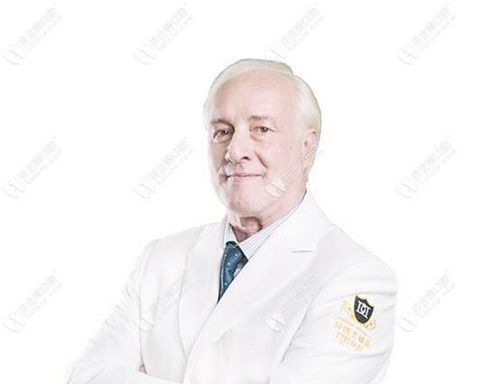 专注种植牙30多年的意大利罗萨蒂博士与您相约昆明德韩口腔