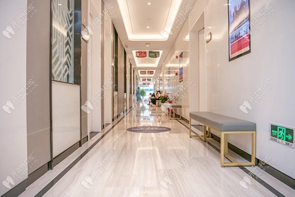 谁知道广州广大口腔是公立还是私立医院,种牙技术可靠吗?