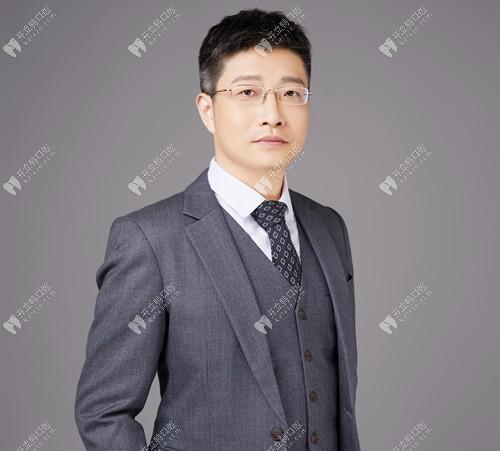 广州友睦口腔门诊部佘东育
