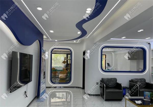 美植口腔宽敞的候诊室及走廊