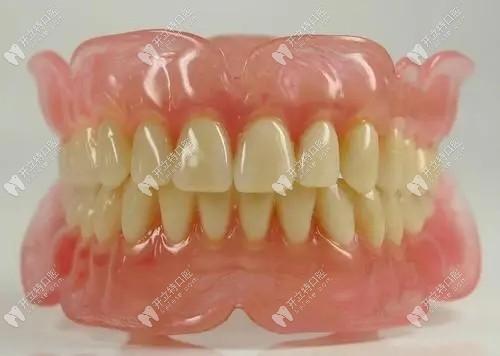 70岁老人全口假牙价目表告诉你现在老人镶满口牙需要多少钱